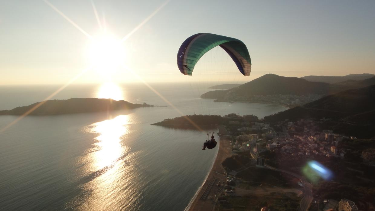 About paragliding flying