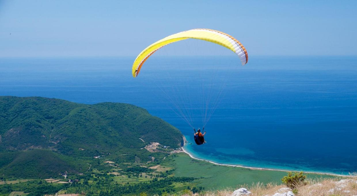 summer paragliding camp flying